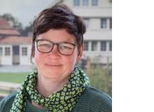 Julika Funk ist Kulturwissen-schaftlerin und Leiterin der Stabsstelle Bildung und Evaluation in den Programmen Schweiz der Stiftung Kinderdorf Pestalozzi. Sie ist Expertin für Chancengleichheit, interkulturelle Kommunikation und Antidiskriminierung.
