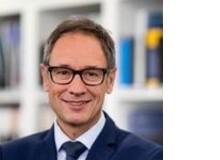 Christof Spöring leitet seit 2013 die Dienststelle Berufs- und Weiterbildung Kanton Luzern und ist verantwortlich für die Berufsfachschulen, die betriebliche Bildung und das BIZ Luzern. Davor war er Leiter Berufsbildung der SBB und des Ausbildungsverbunds login.