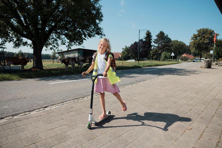 Mia, 9, ist das Nesthäkchen unserer Jubiläumsfamilie aus Kriechenwil BE. Lesen Sie den Artikel «Familie im Wandel»