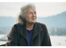 Ellen Ringier präsidiert die Stiftung Elternsein. Sie ist Mutter zweier Töchter und lebt mit ihrer Familie in der Nähe von Zürich.
