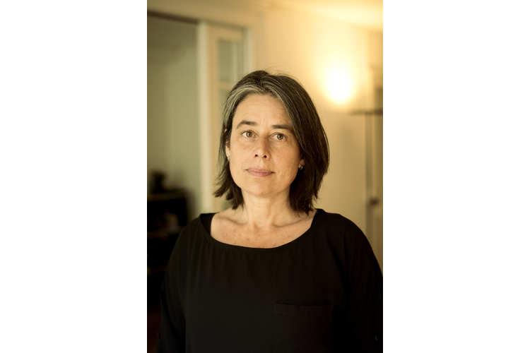 Annette Cina arbeitet am Institut für Familienforschung und -beratung der Universität Fribourg. In ihrer eigenen Praxis berät die Psychologin, Psychotherapeutin und dreifache Mutter Jugendliche und Erwachsene. Zu ihren Forschungsschwerpunkten gehören unter anderem Prävention von kindlichen Verhaltensstörungen, Paarkonflikte, Kindererziehung und Stress.
